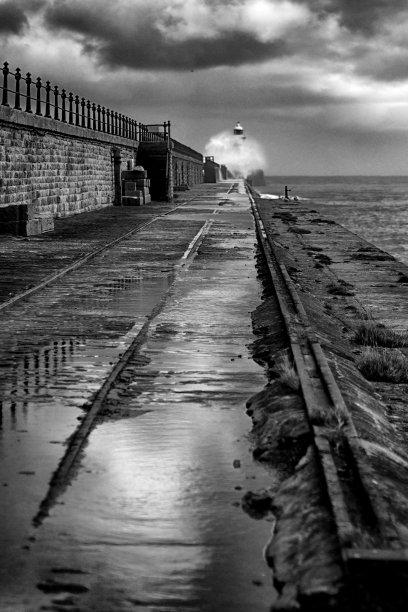 码头,泰恩茅斯,垂直画幅,水,泰因威尔,风,英格兰,海岸地形,灯塔楼,单色调