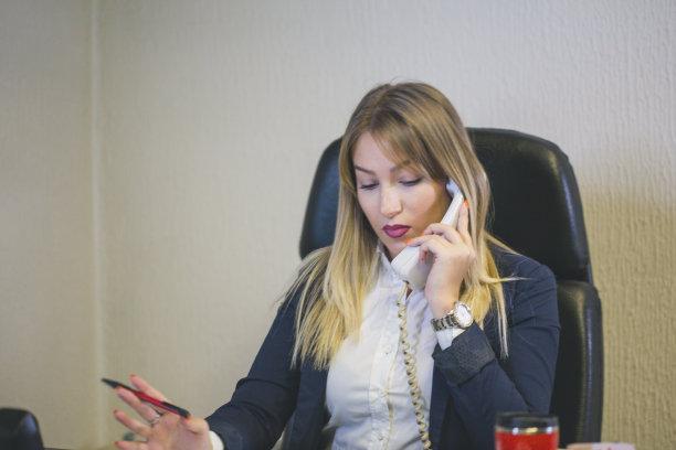 计算机,女人,办公室,快乐,注视镜头,长发,领导能力,文档,经理,it技术支持