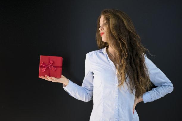 拿着,青年女人,红色,礼物,自然美,水平画幅,情人节,盒子,生日