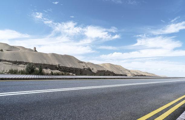 甘肃省,敦煌,荒野公路,天空,水平画幅,山,无人,偏远的,户外,戈壁滩