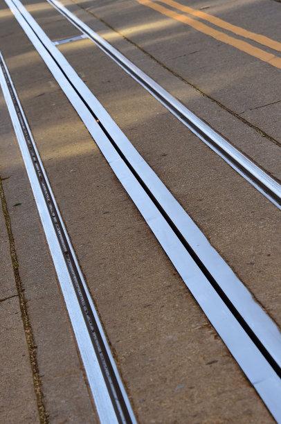 缆车,运动跑道,垂直画幅,山,无人,铁轨轨道,户外,平衡,栏杆,消失点