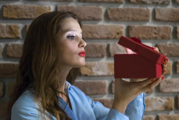 青年女人,迷人,礼物,里面,留白,情人节,盒子,生日,30岁到34岁,仅成年人