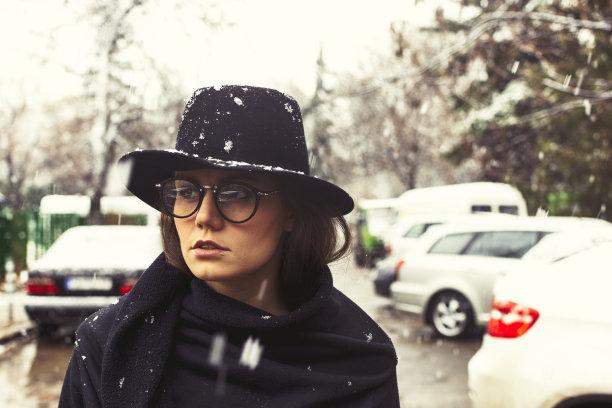 雪,女人,城市,休闲活动,市区路,健康,周末活动,仅成年人,眼镜,现代