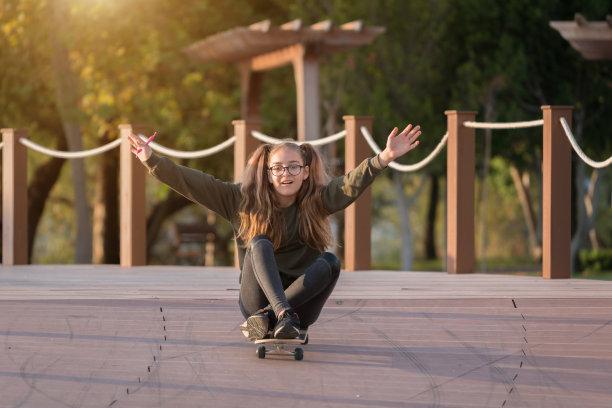 滑板,青年人,女孩,幸福,派克大街,长板,土耳其人,时髦的,仅一个女孩,青春期