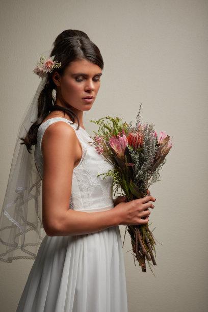 白昼,巨大的,垂直画幅,完美,仅成年人,婚纱,花束,青年人,信心,婚姻