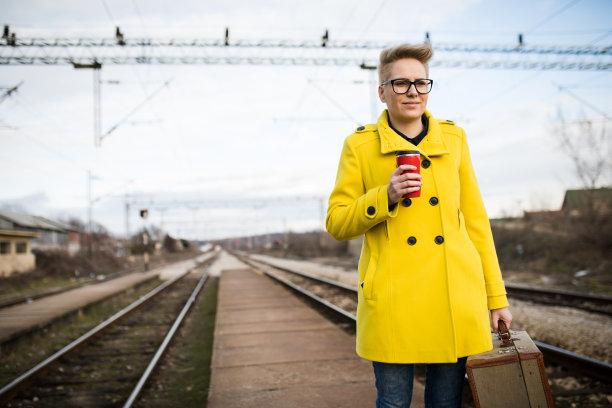 行李,女人,旅游目的地,铁路运输,车站,忙碌,仅成年人,自由,眼镜,地铁