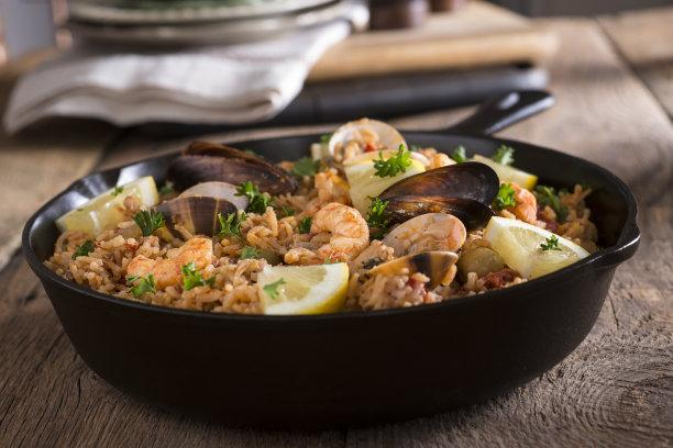 西班牙海鲜饭,选择对焦,水平画幅,贻贝,无人,软体动物,嫩煎食品,海产,明虾,乡村风格