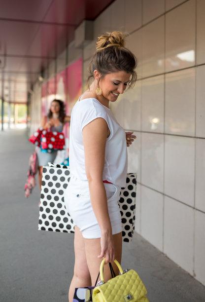 商店,女孩,购物袋,三个人,自然美,垂直画幅,美,褐色,顾客,美人