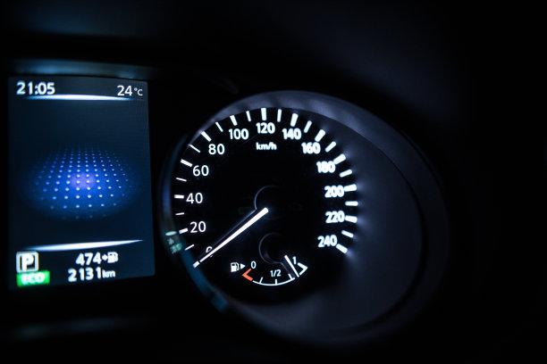 仪表板,汽车,选择对焦,水平画幅,能源,夜晚,陆用车,速度计,商店,公里