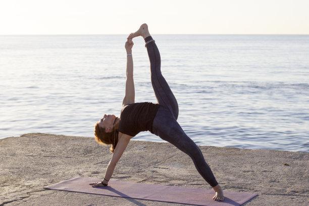 海滩,女人,巴塞罗那,瑜伽,仅成年人,运动,祈祷式,健身房,身体护理和美容