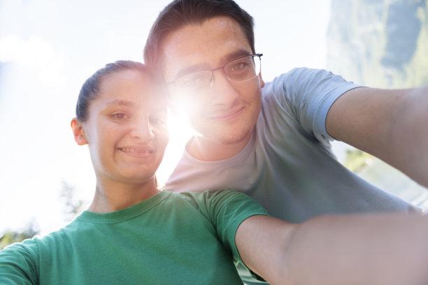 自拍,正面视角,半身像,休闲活动,波悉尼,女朋友,旅行者,夏天,湖,仅成年人