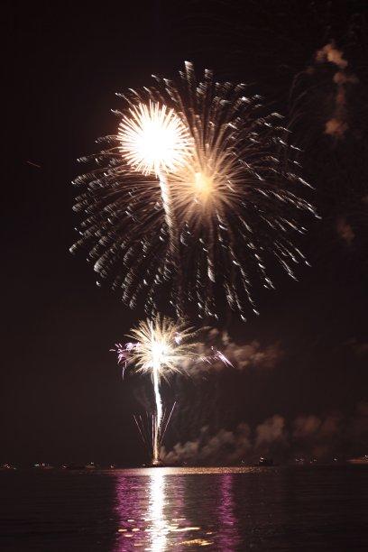 焰火,垂直画幅,天空,夜晚,手电筒,明亮,黑色背景,放焰火,夜生活,新年