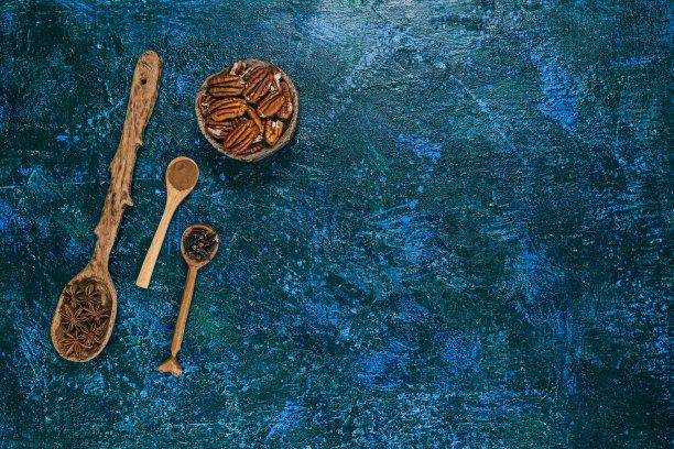 肉馅饼,大特写,多香果粉,美洲山核桃,茴芹,坚果,甜馅饼,桌子,水平画幅,蓝色