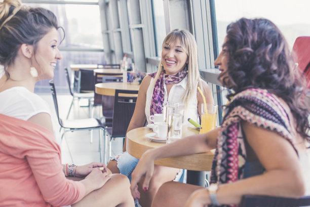 咖啡馆,友谊,幸福,户外,城市生活,女朋友,夏天,饮料,现代,青年人