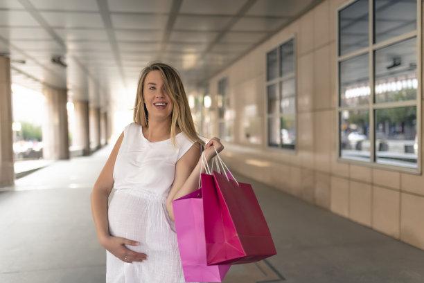 街道,女人,购物袋,正面视角,休闲活动,顾客,腹腔,仅成年人,青年人,信心