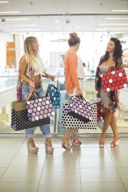人群,友谊,购物中心,幸福,拿着,女性,垂直画幅,美,顾客,美人
