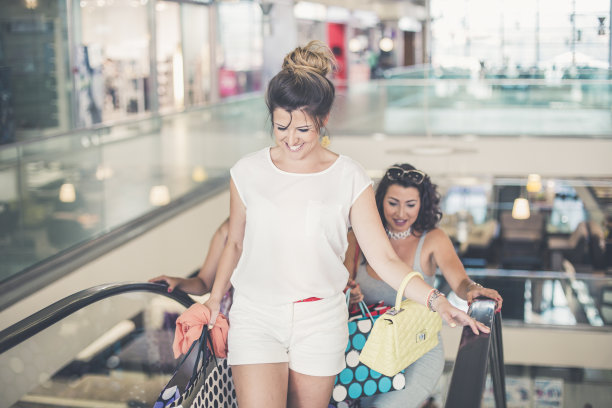 青年人,电动扶梯,购物中心,女人,幸福,自然美,台阶,水平画幅,顾客,美人