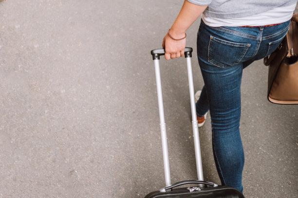 行李,女人,留白,通勤者,水平画幅,旅行者,白人,仅成年人,部分,青年人