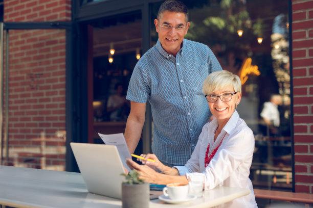 商务,中老年人,职业,休闲装,半身像,男商人,男性,仅成年人,技术,计算机
