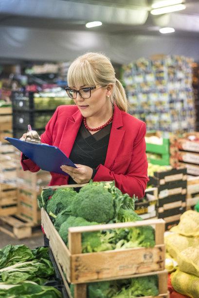 清新,仓库,蔬菜,垂直画幅,半身像,素食,顾客,盒子,商店,经理