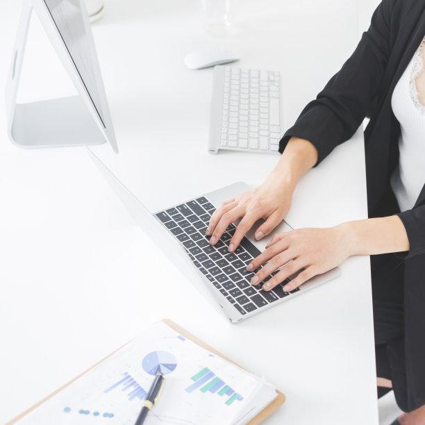 特写,女人,手,使用手提电脑,办公室,笔记本电脑,高视角,仅成年人,现代,部分