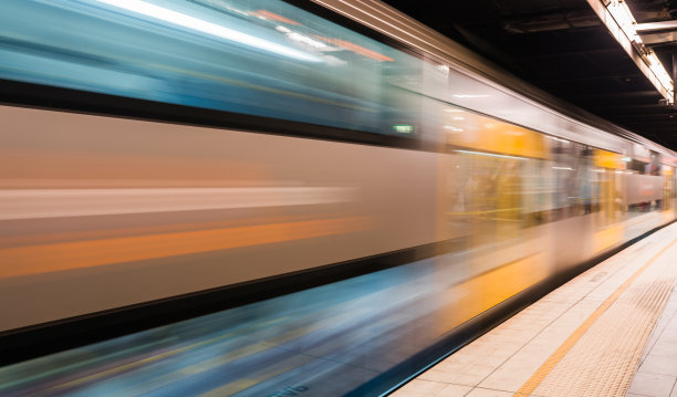 消失点,火车,未来,水平画幅,无人,铁轨轨道,交通,透视图,光,现代