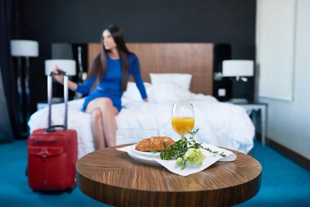 女人,早餐,浪漫,酒店,选择对焦,水平画幅,牛角面包,法式食品,旅行者,果汁