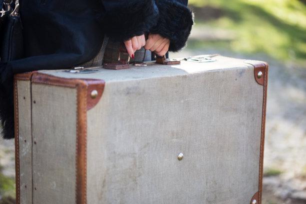 女人,手提箱,旅途,手牵手,概念,水平画幅,古老的,古典式,交通,旅行者