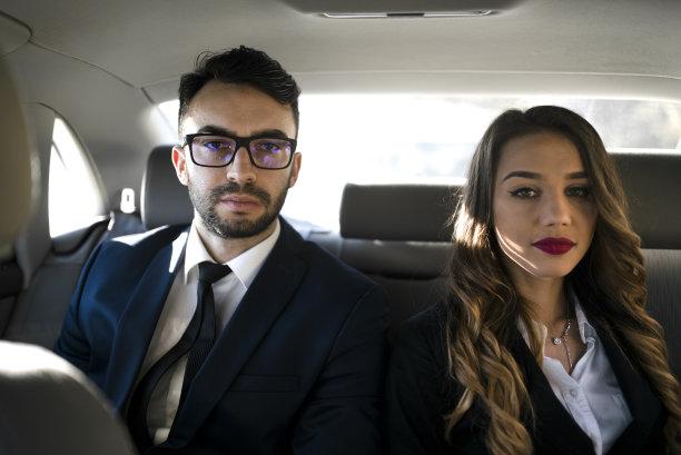 男商人,汽车,女商人,认真的,领导能力,半身像,30岁到34岁,责任,仅成年人,眼镜