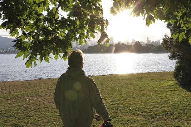 城市,看,骑自行车,海洋,海湾,温哥华,55到59岁,半身像,草,仅男人