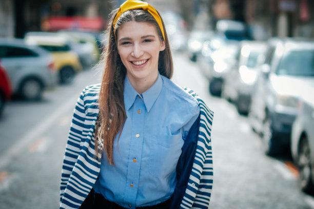 户外,成年的,幸福,女人,市区路,青少年,顾客,旅行者,青年人,人的脸部