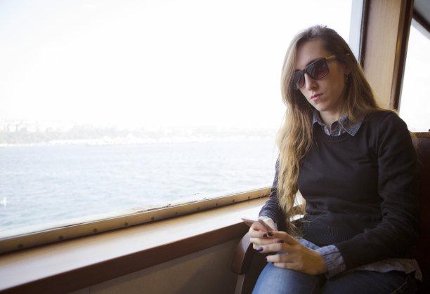 青年女人,智能手机,伊斯坦布尔,渡轮,仙女,土耳其,一个人,技术,客轮,移动式