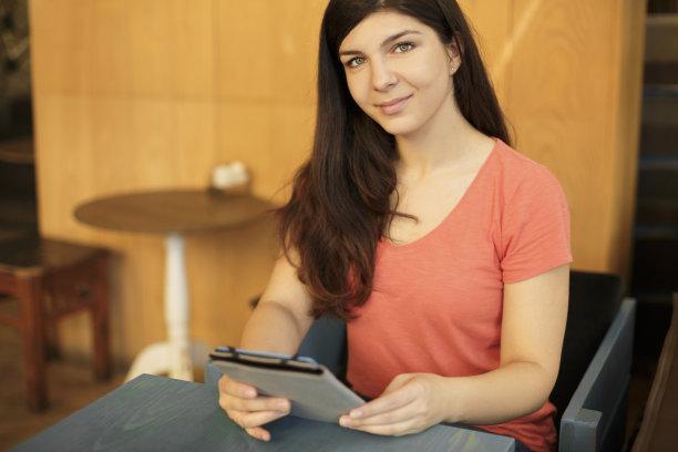 学生,互联网,使用平板电脑,绿色眼睛,电子邮件,轻打,计算机软件,仅成年人,现代,网上冲浪