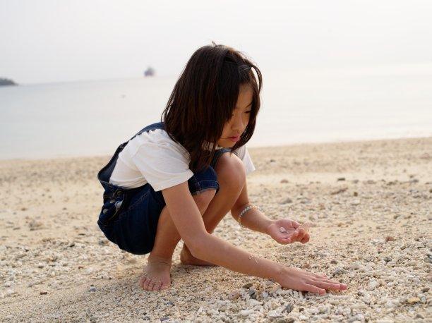 进行中,海滩,儿童,水,留白,休闲活动,水平画幅,沙子,夏天,户外