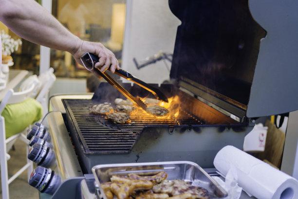汉堡包,香肠,烤肉架,格子烤肉,水平画幅,膳食,户外,乡村风格,特写,仅成年人