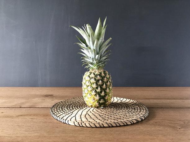 菠萝,在之间,餐桌,选择对焦,水平画幅,无人,光,活力,彩色图片