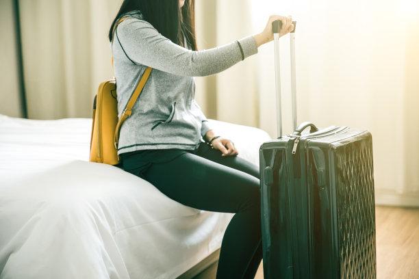 酒店,周末活动,水平画幅,美人,家庭生活,旅行者,行李,仅成年人,现代,青年人