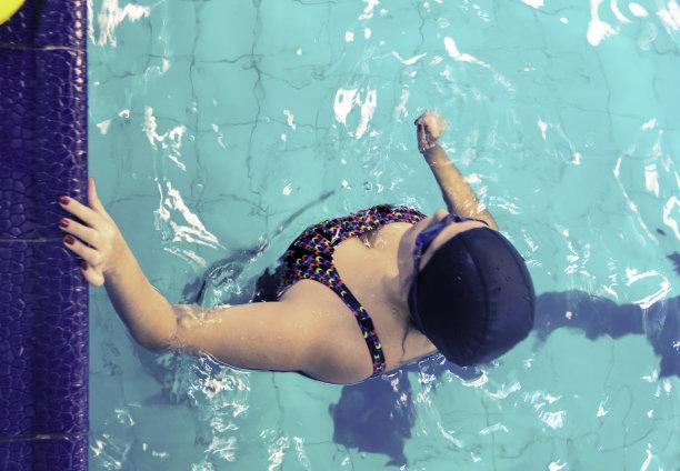 游泳池,水,休闲活动,水平画幅,夏天,运动员,仅成年人,活力,动态动作,运动