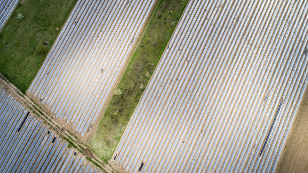 农业,航拍视角,居住区,水平画幅,农业机器,户外,草,白色,田地,植物