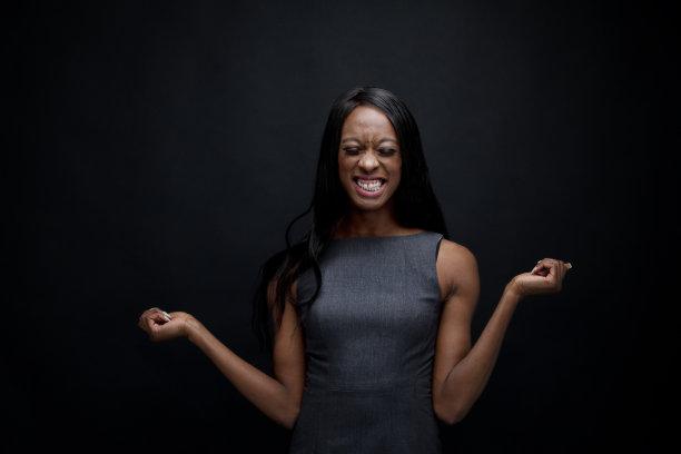 非洲人,女商人,嬉戏的,美,半身像,水平画幅,黑发,非裔美国人,仅成年人,工作室