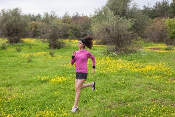 女人,成年的,自然,自然美,慢跑,春天,天空,高视角,夏天,草