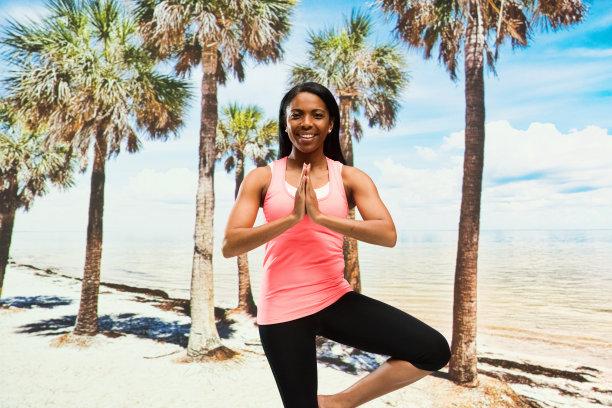 棕榈树,长发,快乐,女性,半身像,运动裤,沙子,黑发,夏天,30岁到34岁