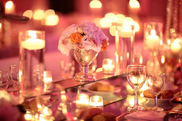 餐位,蜡烛,平衡折角灯,事件,圣诞小彩灯,留白,夜晚,光,现代,花束