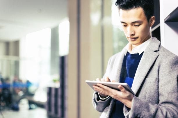 男商人,平板电脑,水平画幅,仅男人,仅成年人,日本人,商业金融和工业,技术,计算机,成年的