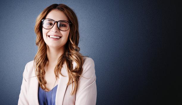 商务,表现积极,让,正面视角,留白,仅成年人,眼镜,长发,青年人,专业人员