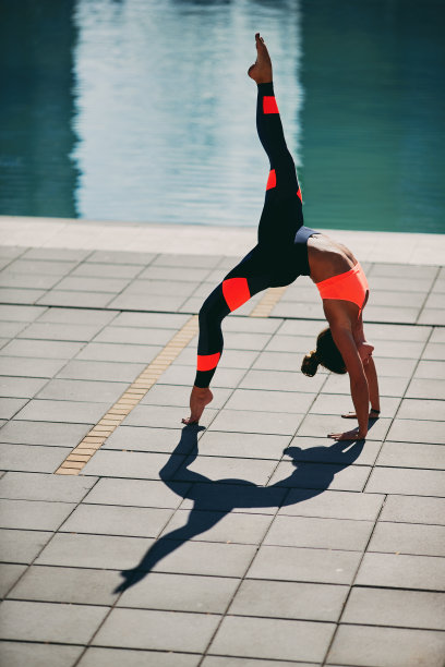 运动,松弛练习,女人,垂直画幅,水,水平画幅,形状,美人,游泳池,夏天