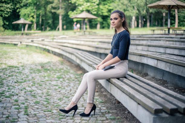 长椅,青年女人,高雅,美,青少年,留白,公园,水平画幅,美人,夏天