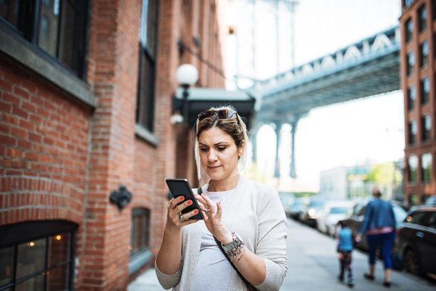布鲁克林,成年的,女人,注视镜头,水平画幅,白人,仅成年人,活力,自由,纽约