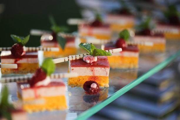 蛋糕,甜点心,休闲活动,水平画幅,无人,烘焙糕点,特写,草莓,蓝莓,纸杯蛋糕