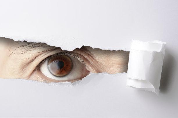 人的眼睛,撕破的,洞,白皮书,透过窗户往外看,力量,留白,长方形,安全,仅男人